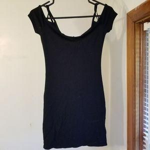 🍁 3/$25 Garage off the shoulder Bodycon dress